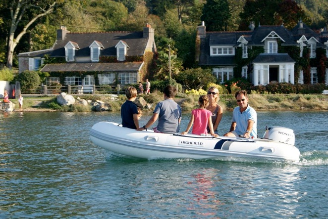 Best-6-Person-Inflatable-Boat