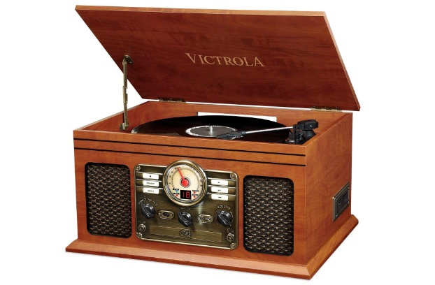 victrola-nostalgic-classic-wood-6-in-1-bluetooth-turntable-review