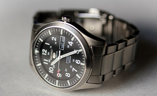 seiko-5-black-dial-stainless-steel-automatic-mens-watch-snzf17-review