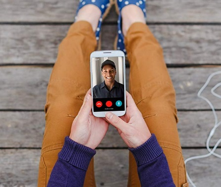 video-doorbell-that-allows-people-to-see-and-speak-with-visitors-via-smartphone