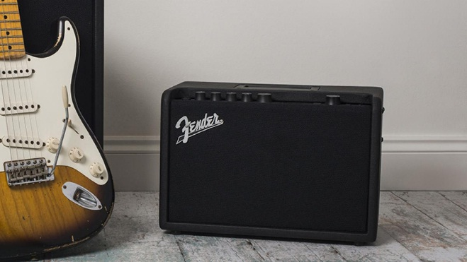 fender-mustang-gt-40-bluetooth-enabled-solid-state-modeling-guitar-amplifier
